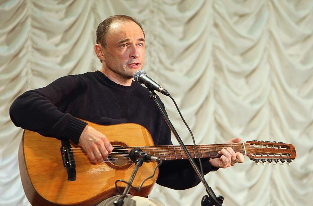 28 апреля в 18 часов в Верхнеуральском ГДК состоится творческий вечер Андрея Крамаренко...